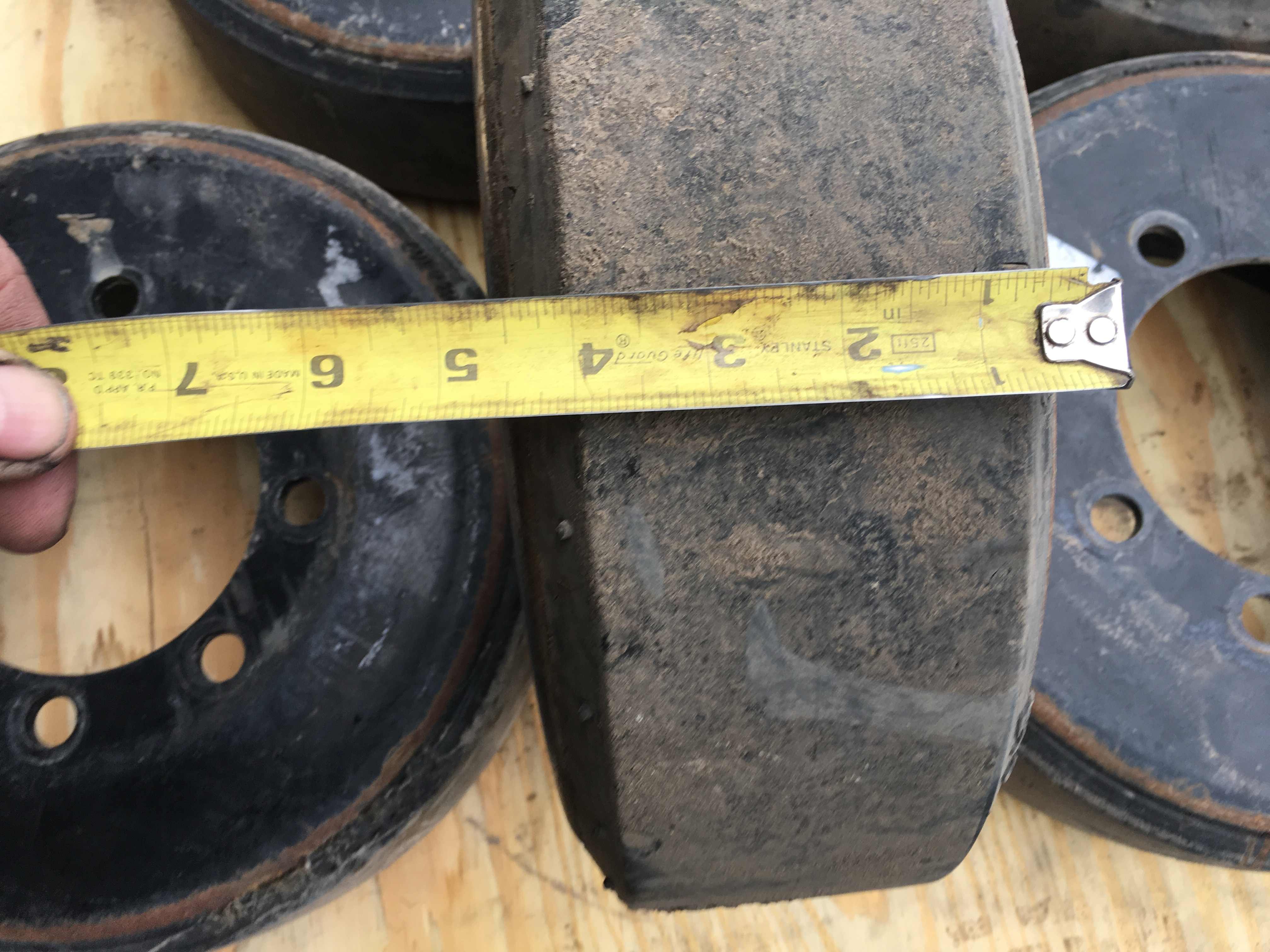"Agco MT700 Used Narrow (4 1/2"") Mid Rollers"